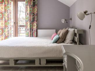 Ein Bett aus Europaletten