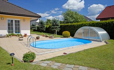 den pool im sommer sauber halten wohnen
