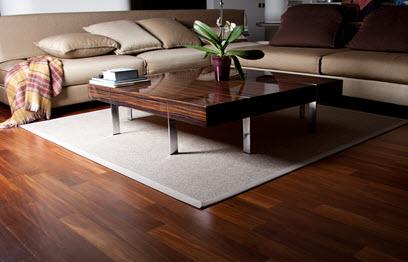 EIn Wohnzimmertisch aus Holz