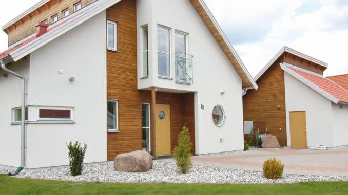 Haus mit Fassade aus Holz