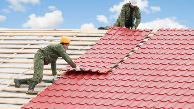 Dachplatten auf einem Dach