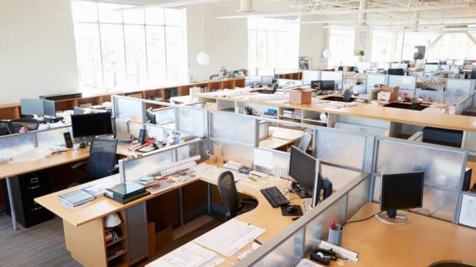 Büromöbel im Großraumbüro