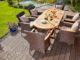 Holzterrasse mit Gartenmöbeln